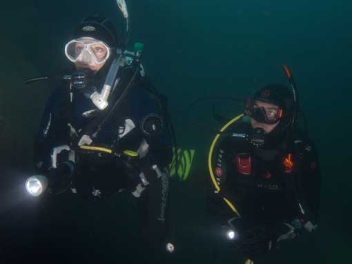 PADI Deep Diver Specialty Course Students exploring the depths