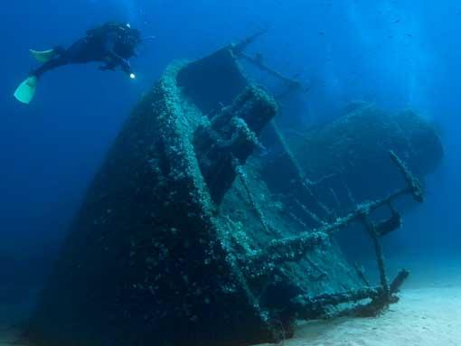 PADI Deep Diver Specialty Course Student exploring a wreck