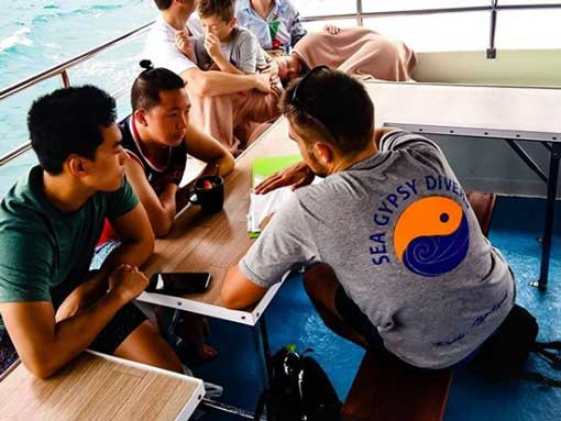 PADI Instructor Michal teaching a course to his students